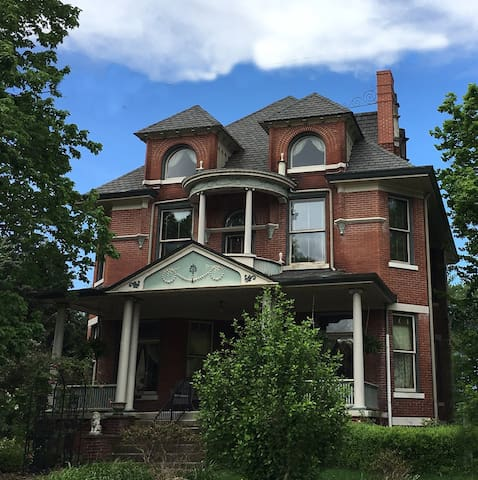 A.C. Thomas House - Victorian Mansion c. 1899