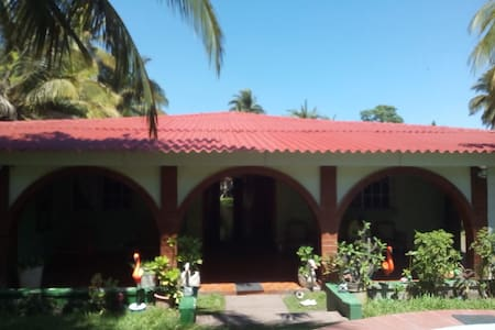 Rancho Las Dos Abuelas, Playa Zunganera