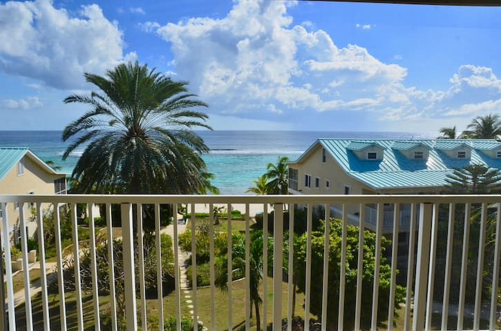New Relaxing Front Beach Condo in Coral Bay