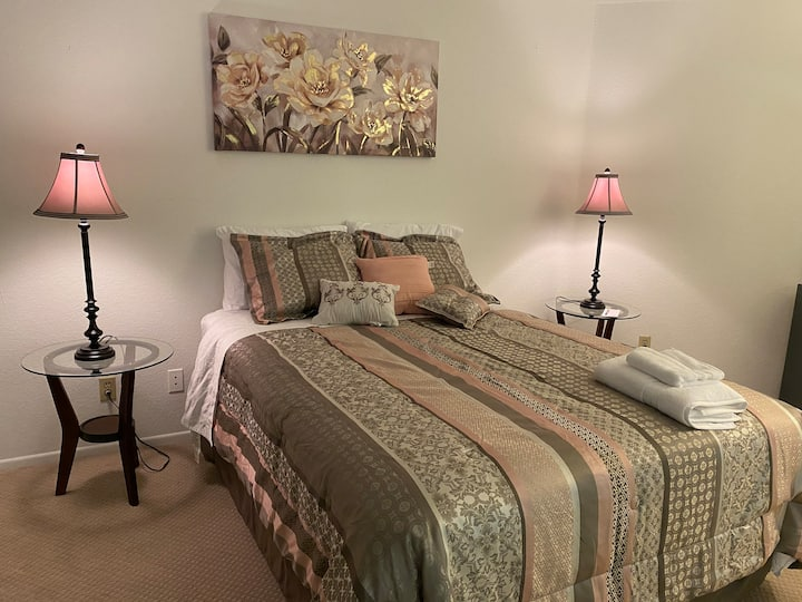 Spacious Master BD W/self-check in & free parking
