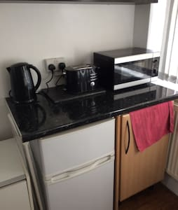 Single bed room with kitchen diner - Woodford - Hus