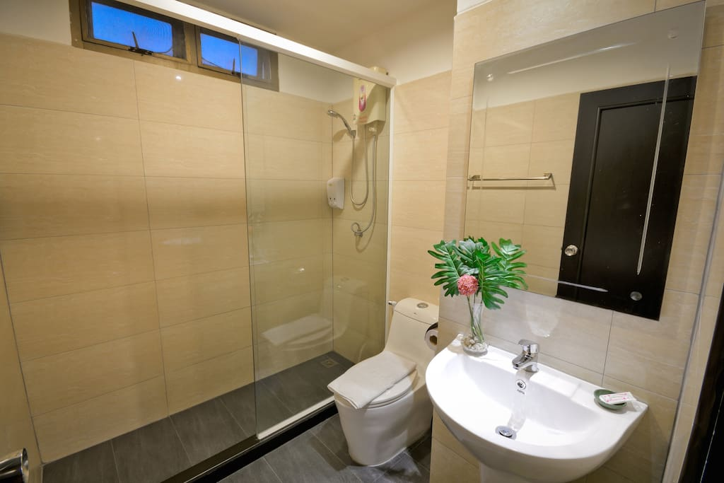 Private Ensuite Toilet with hot shower