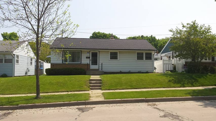 Cozy home, great MKE neighborhood! - Milwaukee - House