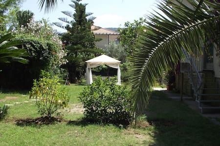 appartamento tranquillo in villa - San Marco - 別荘