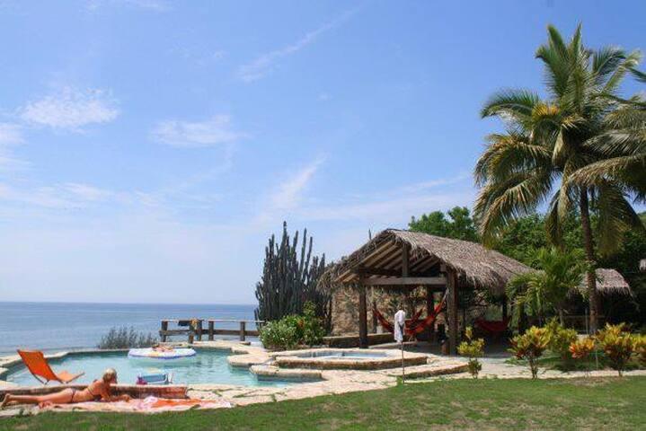 Casa de playa privada vista al mar - EC - Ev