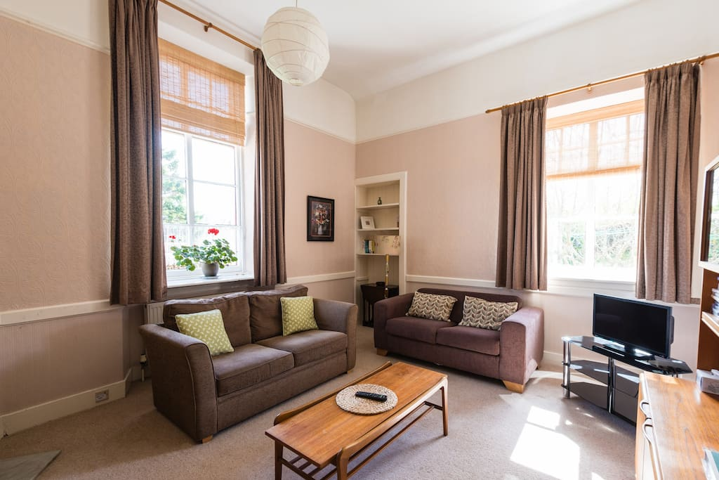 With two windows the lounge has views of the garden and across the  Strathpeffer valley. There's a FreeSat TV and DVD player, electric stove for additional heating.