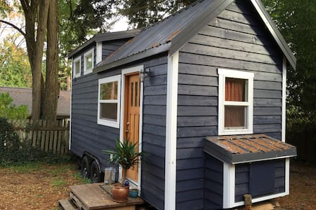 Tiny house featured on HGTV. Beautiful, smart home with a very small footprint. Experience first-hand what it's like to live in a tiny house! Kayaks and bike available for guests upon request.