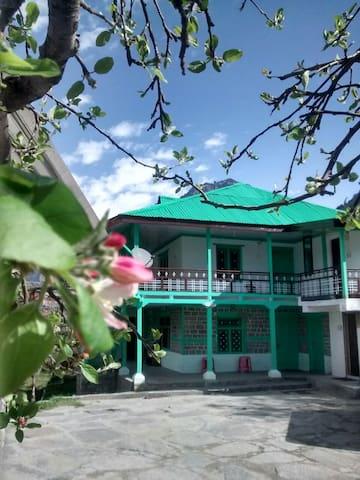 Hamptan HomeStay at Village Shuru - Manali - Bed & Breakfast