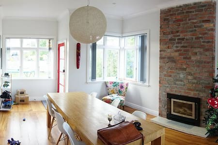 Beautiful Bungalow in the Quiet Heart of the City - Auckland - House