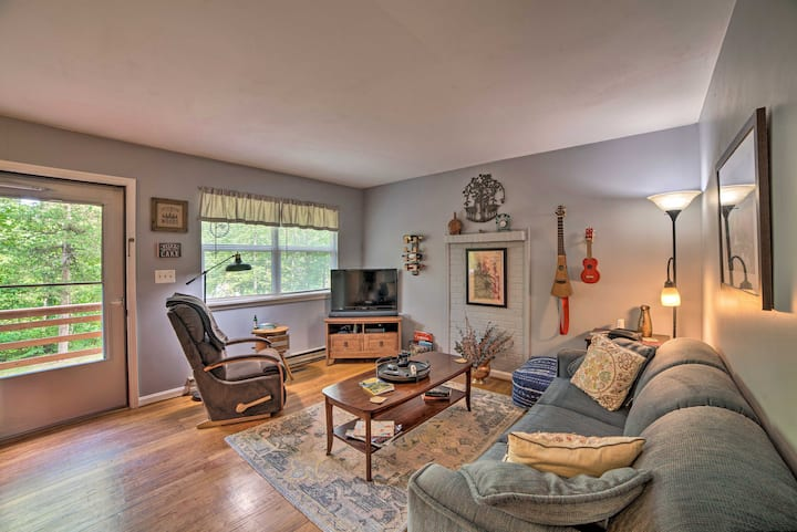 NEW! Cozy Home w/Deck: 9 Mi to Shenandoah Nat'l Pk
