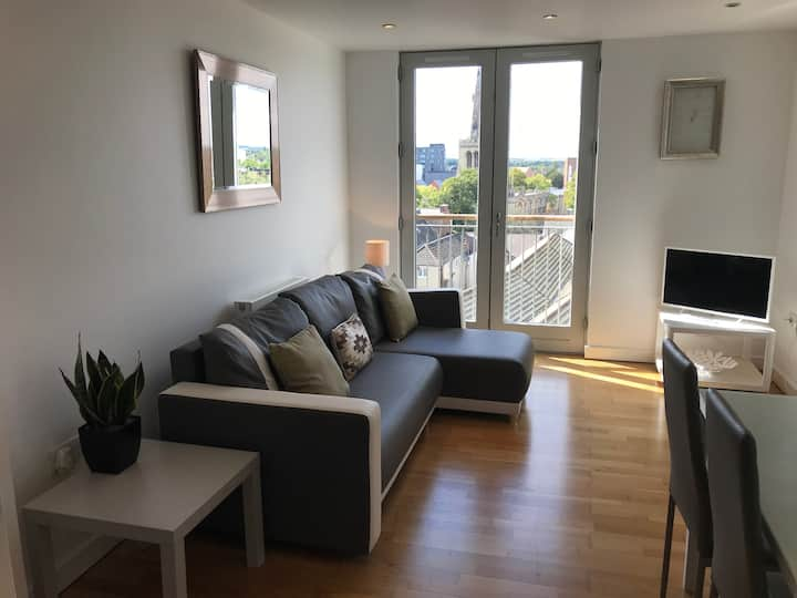 Bedford Central Apartment - Free Allocated Parking