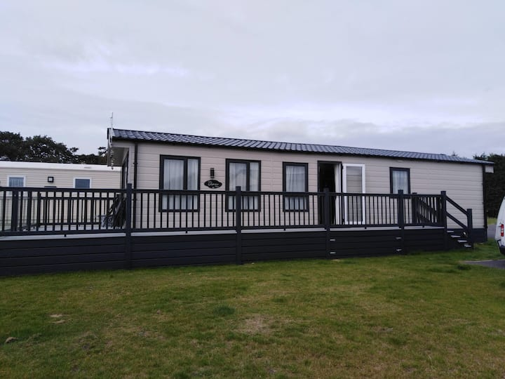 Luxury 6 berth lodge with huge decking at Carlton Meres ref 60041FW