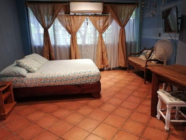 Bed room, queen bed