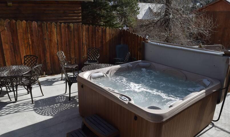 Deer Mountain Lodge Hot Tub
