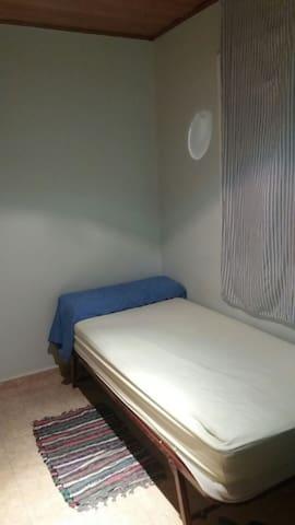 Alquilo Habitación Individual - Cerdanyola - Bed & Breakfast