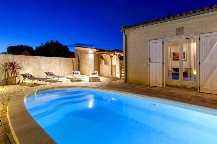 Villa et piscine chauffée proche Cité Médiévale !