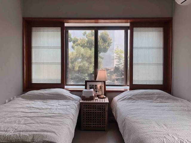 하버하우스 웨스트  Guitar room (2인실 Twin bed)
