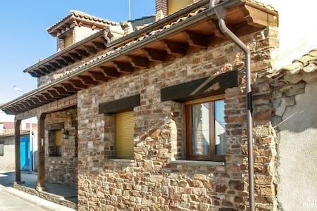 Casa con terraza y barbacoa - Mudrián