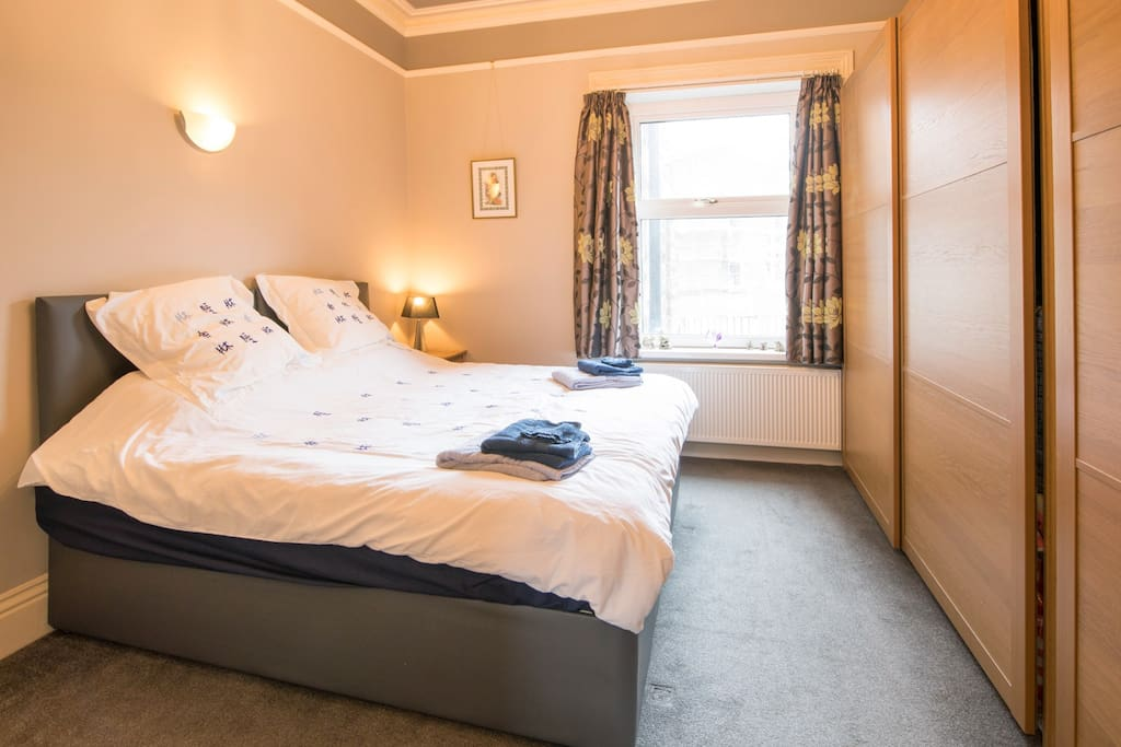 Bedroom with 6ft super king sized bed (can be twin beds on request)
