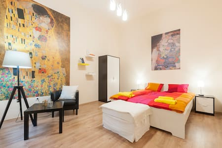 Lovely Arty Apartment in the Center - Budapest