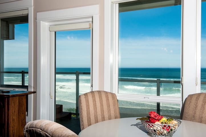 Shared Dream - Corner Oceanfront Condo, Hot Tub!