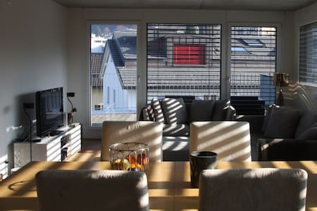 85m2 Penthouse 3minutes away from lake Zurich..... - Freienbach - Flat