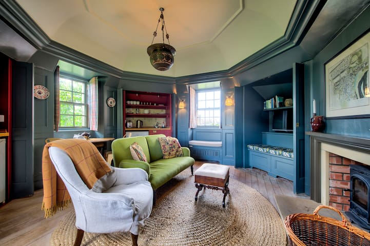 Rock House: Historic Gem - Photographer's Studio