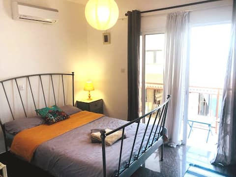 Comfortable, spacious room w/ balcony in Choloraka