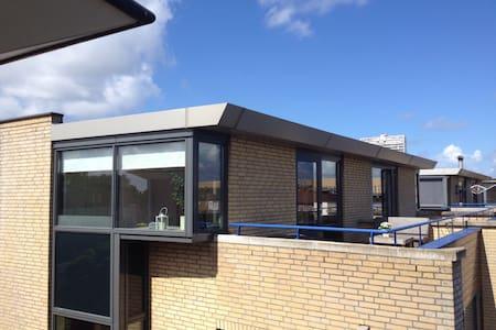 Sehr eigene Wohnung mit Bad (Dusche, WC, Küche Etc - Zandvoort - 公寓