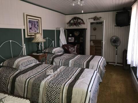 St. Ann Ranch Country Inn - Bedroom 1
