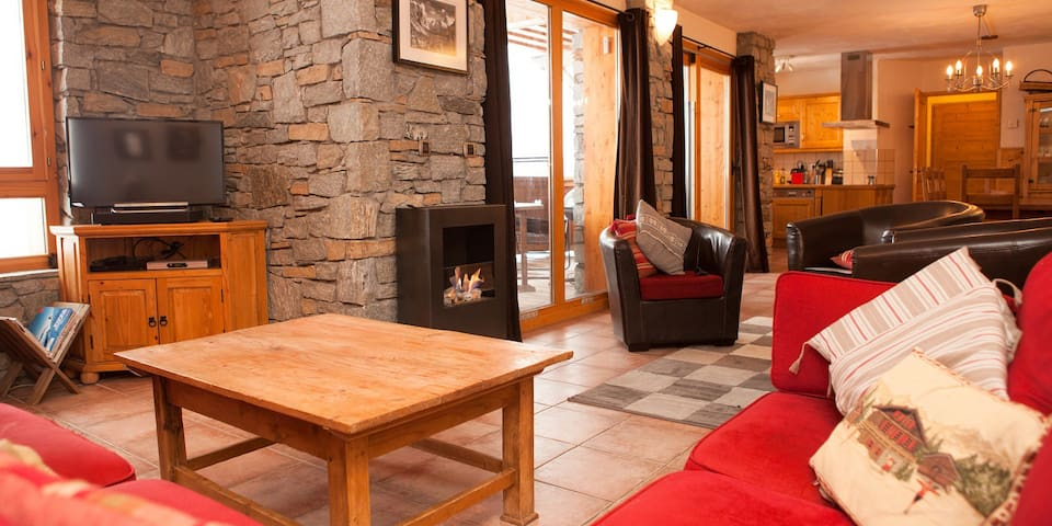 Mariel, luxury ski-in, ski out 3-bed apartment