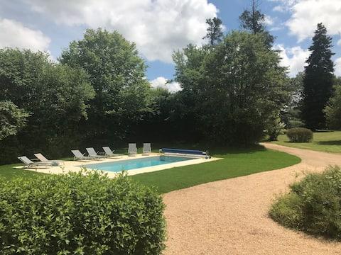Le Logis de Leigners: design & piscine chauffée