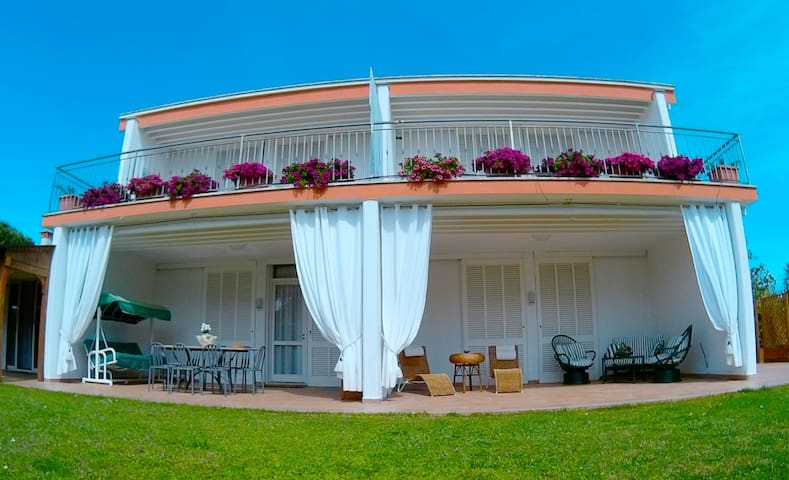 Villa Regina Bed and Breakfast - Nettuno