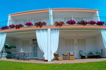 Villa Regina Bed and Breakfast - Nettuno - Penzion (B&B)