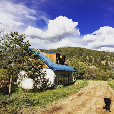 Sunny Strawbale Studio at Old Gem Farm