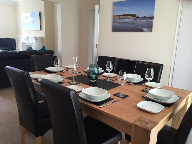 Spacious seaside holiday apartment - Scarborough