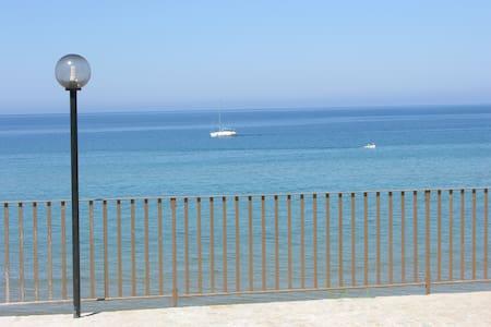 La tua stanza a 10 gradini dal mare - Castellabate - Flat