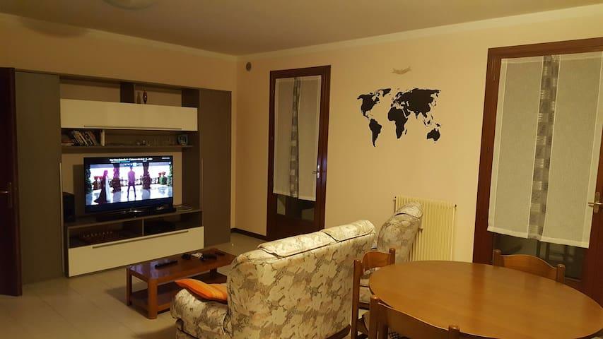 Condivido appartamento spazioso - San Zenone degli Ezzelini - Appartement