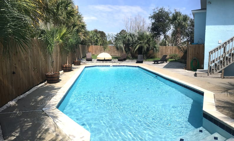 Latitude Adjustment - Free Heated Pool! 5bd/5bth
