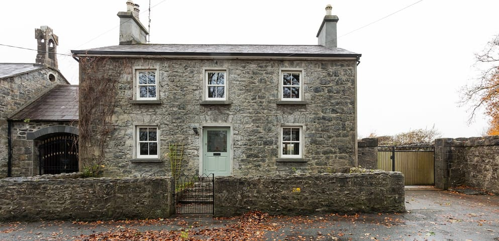 Sean Bhaile (Old House)- sleeps 9. 15 mins to city - Clarinbridge