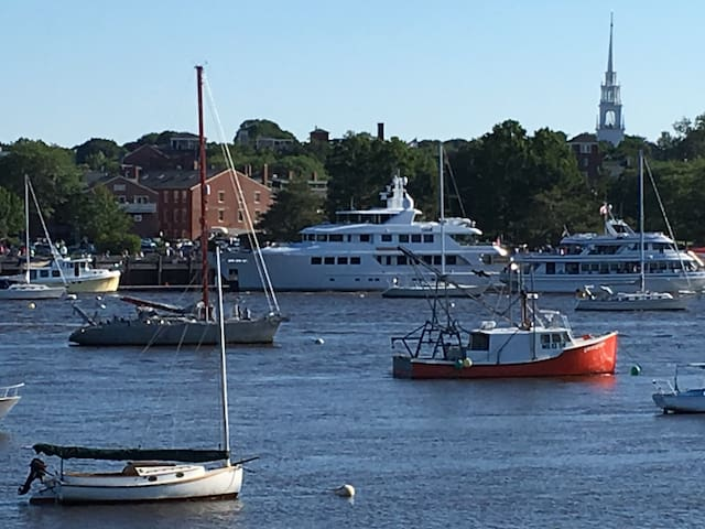 NEWBURYPORT HARBOR, GARDEN UNIT