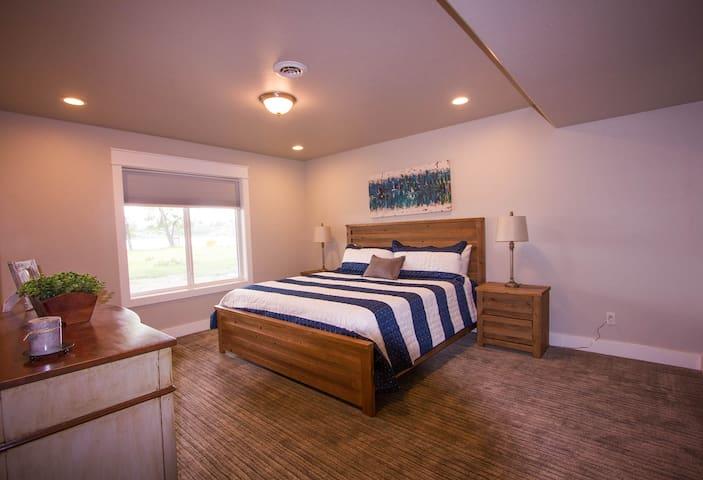 Bedroom 3 (Bsmt Master)