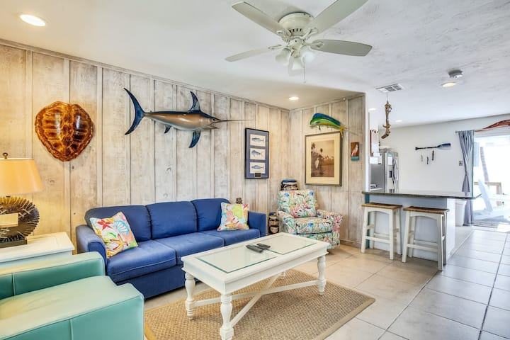 Oceanfront duplex with spectacular views, beach, and dock