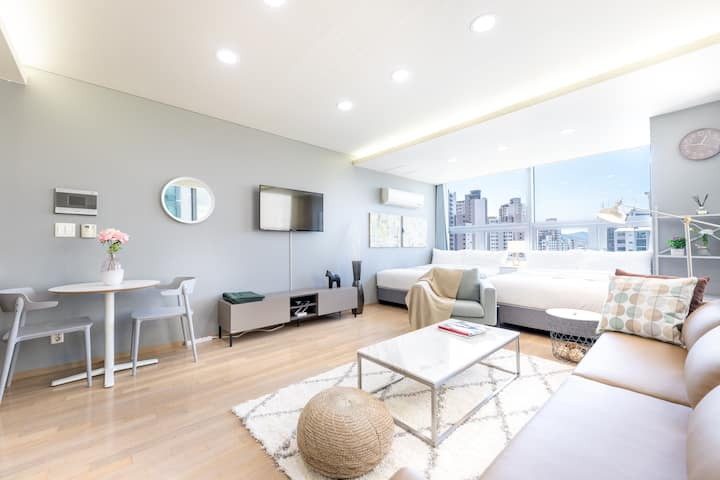 [5]  Large room for group next to Gangnam Station