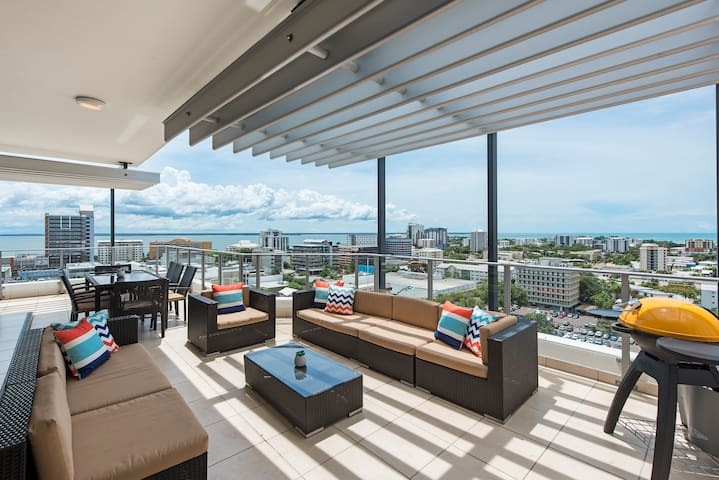Darwin Executive Penthouse & FREE CAR - Sleeps 8
