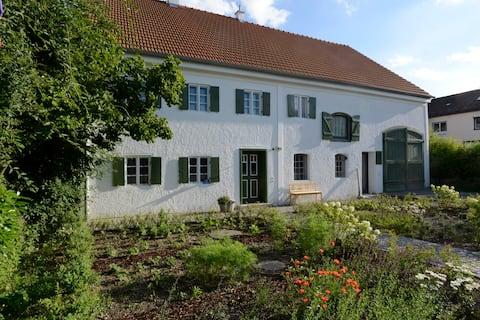 Moderne bolig terning i historisk gård