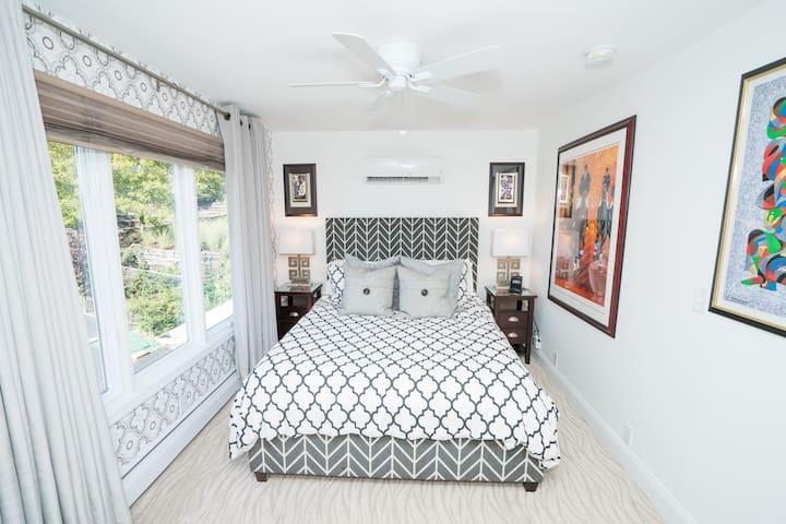 South Bridge Bed and Breakfast (Seneca Room) - Grand Island - Wikt i opierunek