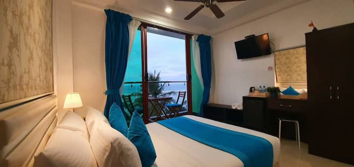 Seaview Room with Balcony - 10 mins from Airport
