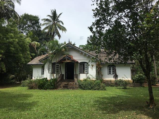 'Chateau' Holiday Bungalow -Walawela-Matale