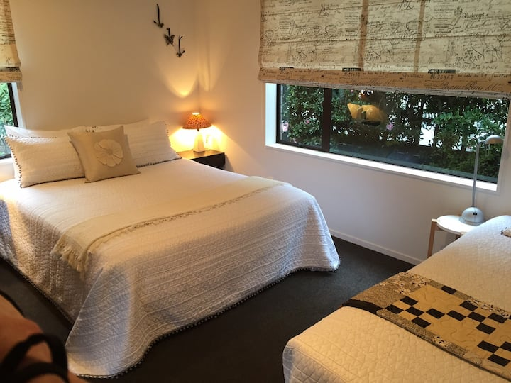 Quite Nice Bed & Bathroom in Taupo